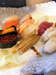 タクシー運転手の人が進めてきた「はせ川」てとこの寿司。全部うまい。